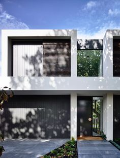 Best Ideas For Modern House Design : – Picture : – Description InForm have designed this contemporary home in Alphington, a suburb of Melbourne, Australia. Townhouse Exterior, Modern Townhouse, Townhouse Designs, Design Exterior, Facade Design, Modern Exterior, Exterior Paint, Duplex House Design, Modern House Design