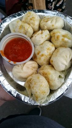[I ate] Momos (veggie dumplings) for 40 Rupees in New Delhi Food Design, Food Porn, Tumblr Food, Snap Food, Food Snapchat, Indian Street Food, Desi Food, Aesthetic Food, Food Cravings