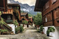 Brienz village, Berne canton, Switzerland by Elenarts - Elena Duvernay photo Places In Switzerland, Story Setting, Picture Postcards, Swiss Alps, Camping Car, Famous Places, Mountain View, Old Town, Travel Photos