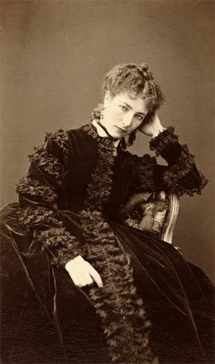 Mulniez  Sarah Bernhardt (1844-1923), vers 1870 Vintage Photos Women, Vintage Photographs, Vintage Ladies, 1800s Photography, Fashion Photography, Vintage Glamour, Vintage Beauty, Old Pictures, Old Photos