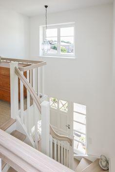 treppenhausgestaltung eingangsbereich mit flur und treppe treppe pinterest. Black Bedroom Furniture Sets. Home Design Ideas