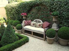 Pátios e jardins com pavimentos em material solto (gravilha)