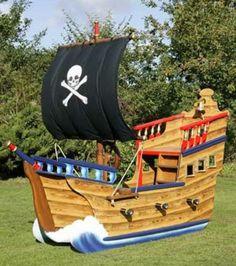 spielturm piratenschiff kompakt und bunt