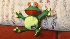 #rana #cucito #puppetz #dolls #pupazzo #pupazzi #ranocchia  #frog #bottoni pupazzo in panno lenci.  Rospo