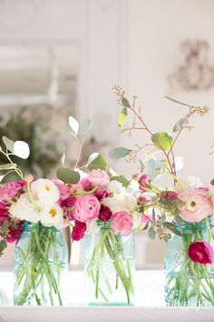 Fresh flowers in mason jars. Spring centerpiece ideas.