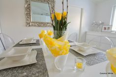 Coconut White: Yellow tablesetting for Easter