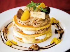 大阪ブラザーズカフェに「たっぷりマロンのモンブランパンケーキ」--渋皮栗と黄栗を贅沢に