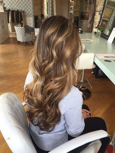 coiffure longue mechee ondulee