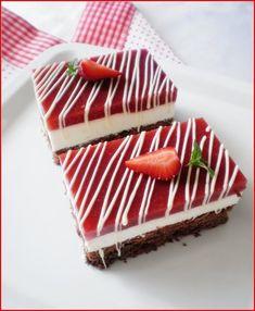 And strawberry cheesecake Strawberry Roses, Strawberry Cheesecake, Cheesecake Recipes, Romanian Food, Romanian Recipes, Dessert Drinks, Desserts, Yummy Treats, Bakery
