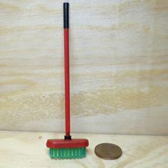 Tutorial - miniature broom made from a toothbrush - use translator for this one!.