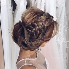 This #weddingwednesday we're seriously loving this gorgeous braided #updo #hair #weddinghair #bridalhair #weddinginspo #weddinginspiration #weddinghairstyle #weddinghairstyles #bridetobe #weddinghairstylist #weddinghairdo #braid #weddingideas #plait #hairdo #hairstylist #hairdresser #hairsalon #hairideas #hairgoals #bridalhair #bridalhairstyle #bridalhairandmakeup #salonservices #professionalsalonsupplies #Alamango #Bridal #Textiles #Wedding #AlamangoBridal #AlamangoTextiles #Malta…