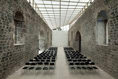 Cubierta de los Muros de la Antigua Iglesia de Baños / BROWNMENESES