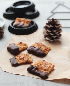Florentiner mit Schokolade Florentine with chocolate and almonds cookies Delicious Cake Recipes, Yummy Cakes, Xmas Cookies, Cake Cookies, Biscuits, Nutella Cookies, Almond Cakes, Food Cakes, Cakes And More