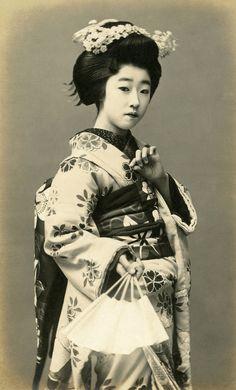 Maiko Yachiyo II of Osaka, dressed for the Ashibe Odori, 1910s || Ashibe Odori is the public dances of the Nanchi Gokagai (Southern five geisha districts), which were first performed in November 1888.
