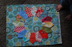 Works in Progress: Dresden Plate Tutorial for Old Red Barn Co Flickr Quilt-along (Part 1)