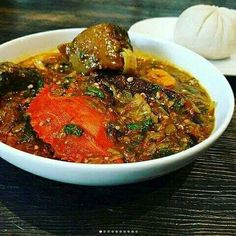 Banku with okro soup African Stew, West African Food, Snacks Recipes, Cooking Recipes, Ghanaian Food, Nigeria Food, Cuisine Diverse, Fifa 20, Kwanzaa