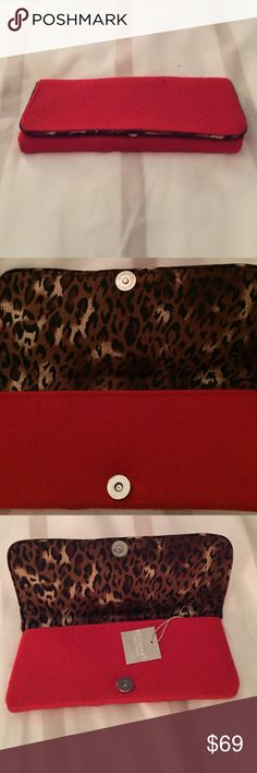 💰Fri-YAY pick! Little red clutch $⬇️ Never been used with tags still on. This cute little red clutch is a great piece to jazz up your outfits this holiday season. It's definitely a statement piece with the red and animal print. 🐱 Bags Clutches & Wristlets
