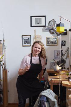 """💍 Starke Frauen, starker Schmuck: Wir grüßen alle Frauen und zeigen, wer wir sind. 💍 Was is Schmuck für dich? """"Eine besondere  Art unsere Welt mitzugestalten und ein Beitrag zur Freude, Schönheit und Glück der Menschen, das ist für mich Schmuck. Schmuck-Unikate für besondere Anlässe und Beziehungen zu gestalten ist wunderbar."""" sagt Astrid Siber.   📷 Portrait: Lukas Gaechter   #jewellerydesign  #schmuck #womenentrepreneurs #madeinaustria Portrait, Dresses, Style, Fashion, Strong Women, Relationships, Glee, People, Schmuck"""