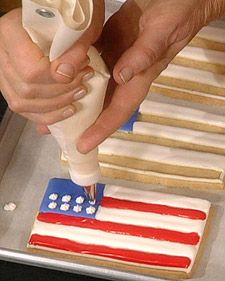 Flag Cookies - simple sugar cookie, decorated with royal icing of red, white & blue! A perfect patriotic treat! Easy Sugar Cookies, Royal Icing Cookies, Iced Cookies, Blue Desserts, Healthy Desserts, Royal Icing Decorations, Dessert Decoration, Blue Food Coloring, Cookie Recipes
