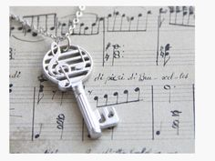 This musical key necklace is so cute