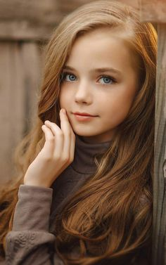 Pretty Girl with beautiful Eyes & Faces 10 Most Beautiful Women, Most Beautiful Faces, Beautiful Little Girls, Beautiful Children, Beautiful Eyes, Cute Young Girl, Cute Girls, Little Girl Pictures, Preteen Girls Fashion