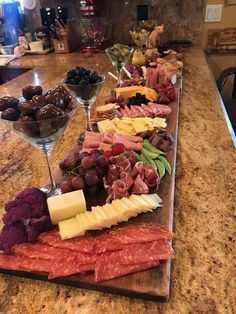 Love the idea of using martini glasses for olives - Essen - Appetizers, Snacks, Beilagen - Cheese Charcuterie Recipes, Charcuterie And Cheese Board, Cheese Boards, Charcuterie Platter, Antipasto Platter, Charcuterie Display, Charcuterie Spread, Party Food Platters, Cheese Platters