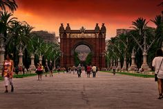 Barcelona - Arco del Triunfo by Charlie Wild, via Flickr