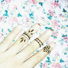 henna rings.. less but nt least...#Nash-henna #arad #artist #inspired #instahenna #mehndi #henna #hennastain #hennaart #bold #design