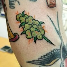 Ganja Tattoo How to grow marijuana and weed to produce quality buds. Hair Tattoos, Body Art Tattoos, Small Tattoos, Sleeve Tattoos, Tatto Old, Weed Tattoo, Tatuagem Old School, Tattoo Flash Art, Tattoo Ideas