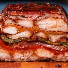 This layered BBQ chicken roast in bacon coat is the wet dream of all meat lovers! The post BBQ chicken roast in bacon coat appeared first on Food Monster. Grilling Recipes, Crockpot Recipes, Chicken Recipes, Cooking Recipes, Proper Tasty, Chicken Loaf, Bbq Chicken, Breaded Chicken, Bbq Roast