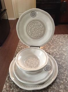 US $39.99 New in Home \u0026 Garden Kitchen Dining \u0026 Bar Dinnerware \u0026 & Cynthia Rowley Blue Quatrefoile Melamine Dinner Plates Set of 4 ...