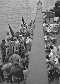 USS Indianapolis - Survivors on the deck of the USS Bassett Uss Indianapolis Survivors, Tinian Island, Ww2 Pictures, Apd, Hard Truth, United States Army, Pearl Harbor, Us History