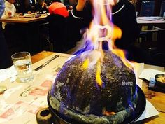 韓国といえば日本にはなかなか無いインパクトのある食べ物ですよね!! 今日紹介するのはインパクトがありすぎでビックリのピザ 【爆弾ピザ】 を紹介します。 気になる爆弾ピザがあるお店は江南にある 【THEPLACE】 というお店です。 早速気になる爆弾ピザを見てみましょう♡