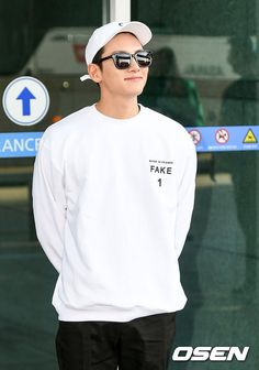 Ji Chang Wook Goes Trendy Casual Leaving Incheon Airport for Okinawa Gyeongju, Empress Ki, Living On The Road, Ji Chang Wook, Incheon, Okinawa, Japan Travel, Star Fashion, Korean Actors