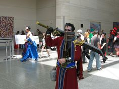 Animazement 2009: Auron (FFX) cosplay with Anji Mito in the backgroung by Nyan Nyan Nyanko, via Flickr
