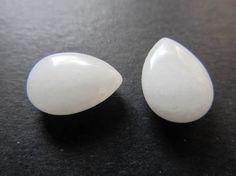 2 briolettes d'Opale blanche 14x10x5mm par lepetitmagaz sur Etsy Etsy, White Opal, Unique Jewelry, Handmade, Bead
