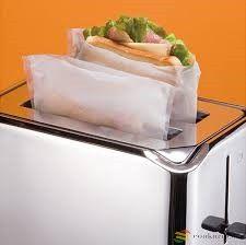 Ibili Meleg szendvics sütő zacskó, 2 db újrahasználható 24,5x 17,5cm-es,mosható zacskó, BPA mentes, melegszendvics készítéshez zsír és maszatolás mentesen grillben, sütőben, mikróbanvagy piritós sütőben, csupán1 perc alatt. A szendvics kívül ropogós lesz, belül pedig omlós.Alkalmas továbbá a kihűlt pizzaszelet felmelegítéshez, vagy hús grillezéshez egyaránt. Tiszta, egészséges, újra használható. Minőségét -80C és +260C között megőrzi. Használatánál tartsunk szem előtt pár tanácsot…