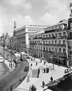Praça dos Restauradores, Lisboa, Portugal by Biblioteca de Arte-Fundação Calouste Gulbenkian, via Flickr