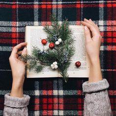 Морозный день и метель за окном лучшие друзья книг , теплого пледа и чашечки горячего какао ...