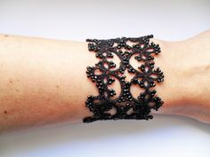 Bracelet dentelle noire, frivolite ,style gothique romantique ,rock : Bracelet…