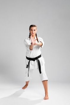 Female Martial Artists, Martial Arts Women, Figure Competition Diet, Sport Boxing, Little Sport, Ufc Fighters, Karate Girl, Black Silhouette, Boxing Workout