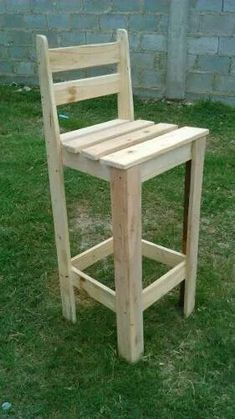 Shipping Pallet Furniture With Useful Ideas Wood Pallet Bar, Wooden Pallet Projects, Wooden Pallet Furniture, Wood Pallets, Pallet Chair, Pallet Ideas, Diy Furniture Building, Diy Furniture Projects, Woodworking Projects