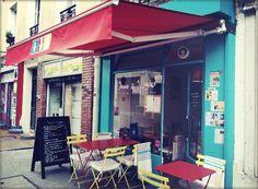 Terrasse du restaurant 1000 & 1 Signes. Paris Restaurant, entire communication done in sign language.