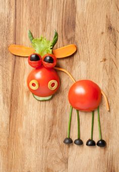 Fruit and vegetable creative animals Stock Photo 03 Vegetable Animals, Fruit Animals, Creative Food Art, Creative Kids Snacks, Edible Crafts, Food Crafts, Fruit Creations, Food Art For Kids, Fruits For Kids