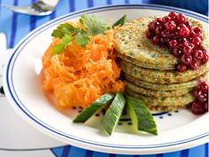 Spinach pancakes, lingonberries and grated carrot. Finnish Food, May 2016 Life Is Beautiful Festival, Spinach Pancakes, Mcdonalds, Baked Potato, Risotto, Casserole, Carrots, Food And Drink, Veggies