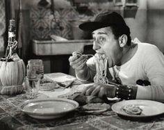"""""""Macaroni ... m'hai provocato e io te distruggo, macaroni! I me te magno!"""" Alberto Sordi - Un americano a Roma"""