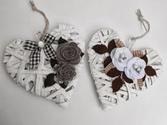 Robe di Robi: Cuoricini in midollino Heart Decorations, Valentines Day Decorations, Valentine Day Crafts, Holiday Crafts, Felt Crafts, Diy Crafts, Shabby, Wicker Hearts, Hanging Hearts