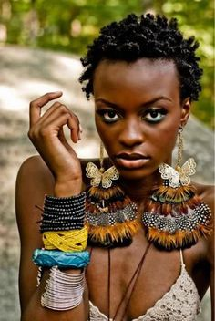 Perfect hair. Perfect skin. I need her to take off every accessory but one bracelet and the necklace. Still love this. #Nigerian, #Africa, #Hairstyles