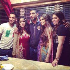 Amir Khan with Wife Faryal and siblings Faryal Makhdoom Khan, Beautiful Couple, Hair Beauty, Sari, Asian, Couples, Siblings, Dresses, Vestidos