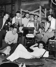 Katharine Hepburn and George Cukor with the crew of The Philadelphia Story. Hollywood Cinema, Old Hollywood Stars, Golden Age Of Hollywood, Classic Hollywood, Katharine Hepburn, The Philadelphia Story, Cary Grant, Fade To Black, Great Stories